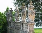 statue-del-marinali-a-lato-della-villa-briuciata