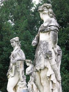 statue-del-marinali-attorno-alla-peschiera