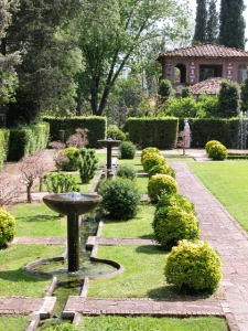 marlia-giardino-spagnolo-dettaglio-fontane-e-canaline1