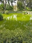 Palazzo-Parisio-laghetto-e-edicola-nel-giardino-informale