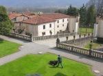 villa-della-porta-bozzolo-giardiniere-al-lavoro