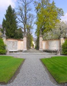 villa-della-porta-bozzolo-ingresso-giardino-segreto-dal-prato-antistante-la-villa