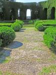 Gamberaia-belvedere di cipressi siepi  di bosso-del parterre e-pavimentazione-in-ciottoli