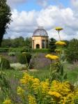 castello-di-Cormatin-la-voliera-dal-giardino-di-fiori