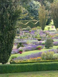 castello-di-Cormatin-suggestioni-nel-giardino-di-fiori