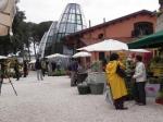 viale-principale-con-le-tre-torri-di-vetro-dei-Casali-del-Pino